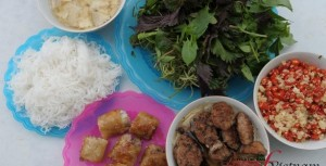 Get a food tour in Hanoi Old Quarter to enjoy the different local food