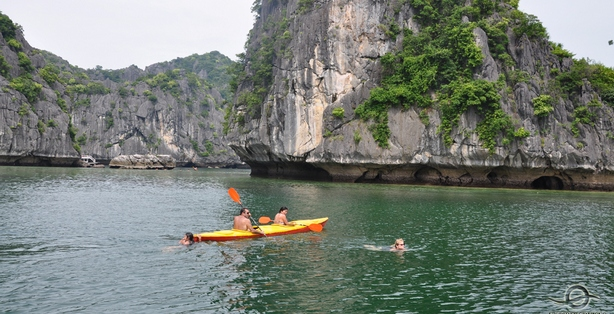 Halong bay cruises activities with Vietnam tour company