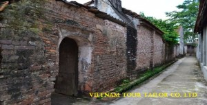 Duong Lam ancient village tour - The most interesting place to see in Son Tay District (40kms from city center) with a day tour or overnight tour.