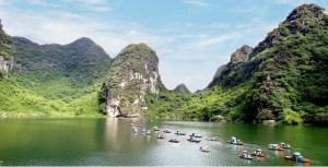 Trang An Ninh Binh Day tour with a Hanoi Local guide