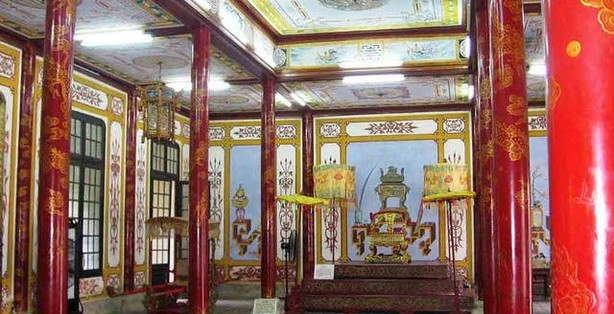 Nguyen's King thrown in the ancient Citadel of Hue