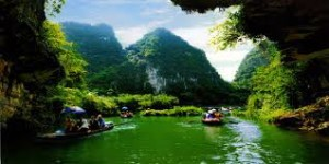 Hanoi 4 days Package with 03 Days Tours connects customers from Hanoi with the Private city tour, Private Tam Coc Day Tour and Private Halong Bay Day Tour with the free nights in Hanoi.