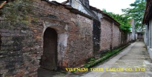 Hanoi 5 days customized Package Tour for Ms. April Cheam with the round trip airport transfer, Hanoi Free Food Tour, Halong private day tour and Duong Lam Ancient Village private tour.